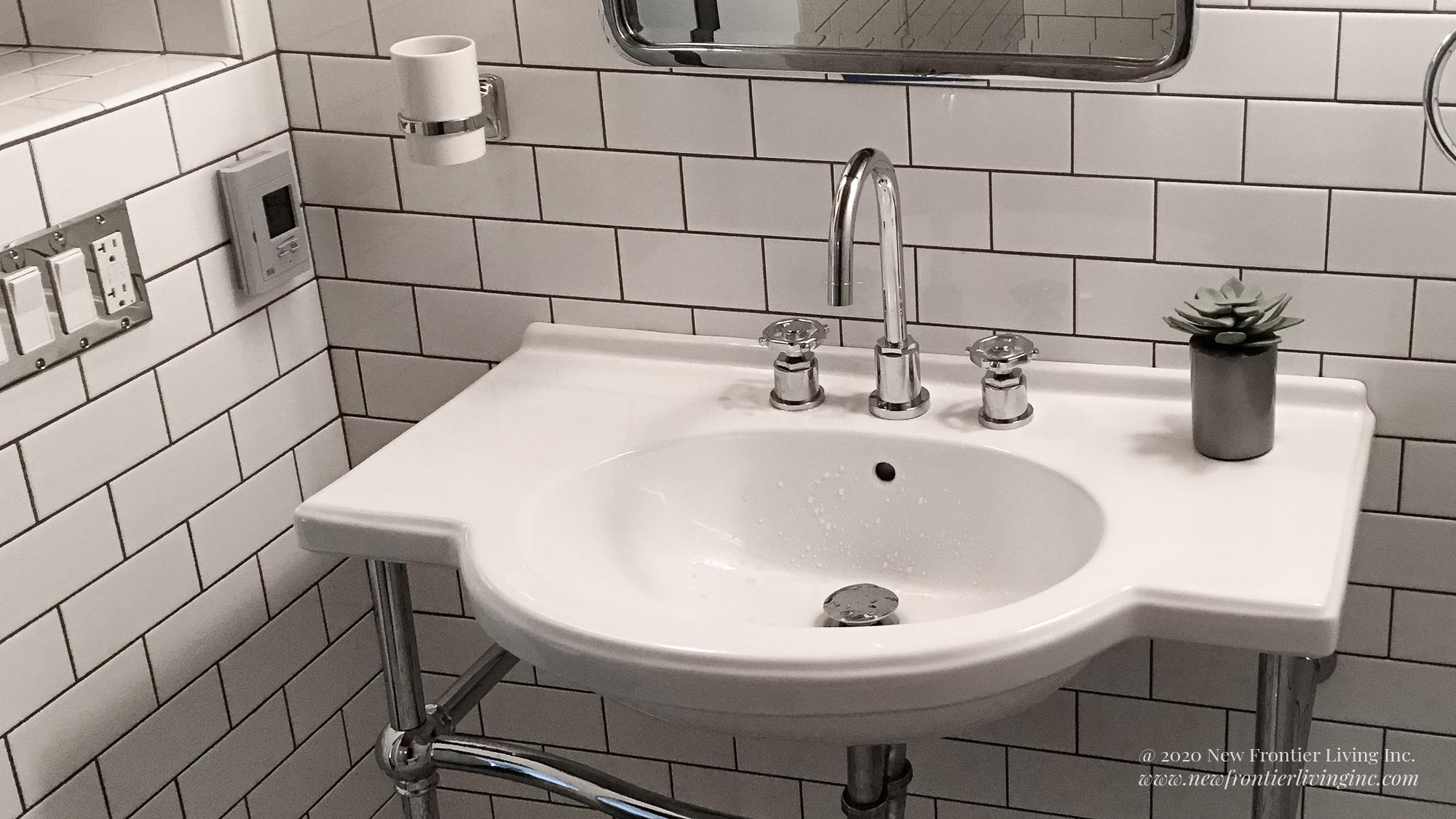 Traditional white ceramic bathroom with a console sink