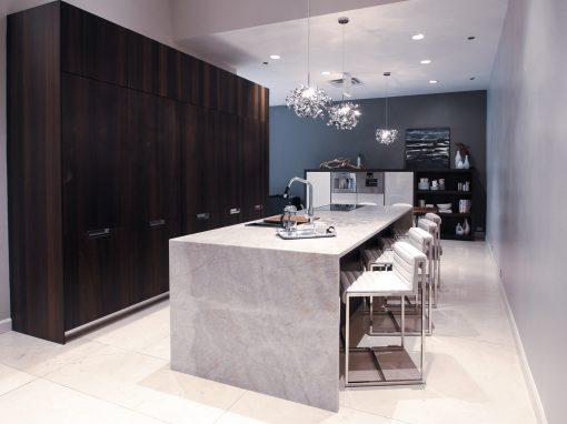 Kitchen: 2016-Snaidero-Showroom-Black & Cream